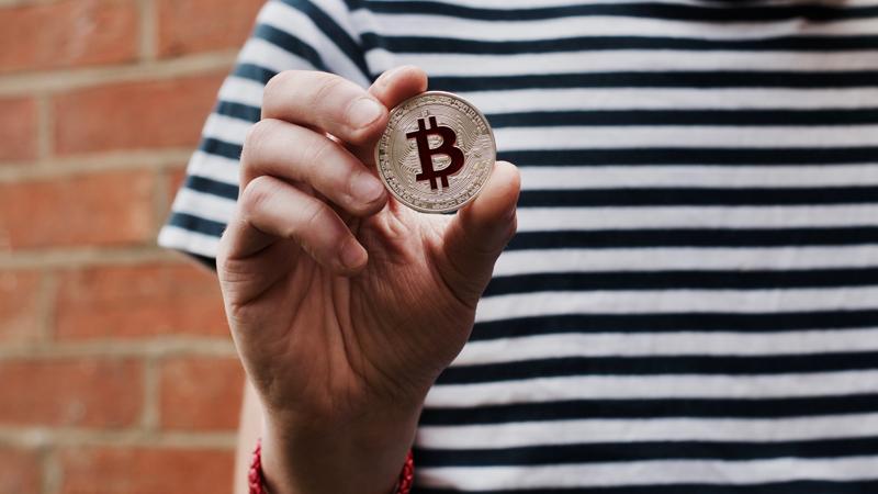 ビットコイン取引における税金と送金方法